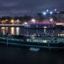 Péniches dans le port des Champs-Élysées,