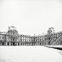 La cour Napoléon sous la neige