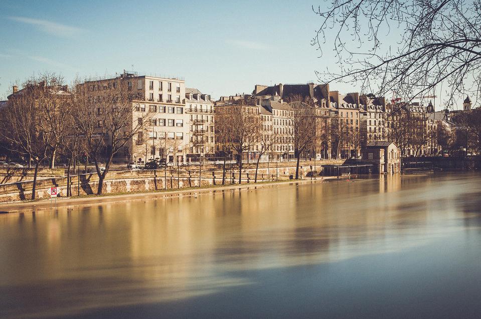 Reflet sur la Seine en crue