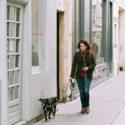 Annette et son chien Pluto