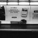 Sur un banc du métro