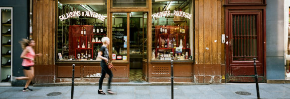 Devant la vieille boutique