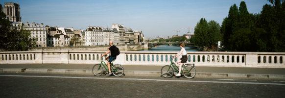 A deux à bicyclette