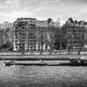 Péniche sur le front de Seine