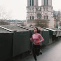 Courrir en rose non loin de Notre-Dame