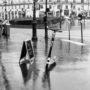 Patinette sous la pluie
