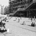 Devant le centre Georges Pompidou
