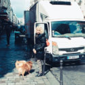 Mme Corba et ses chiens Rufus et Barnabé