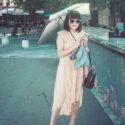 Avec une ombrelle