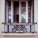 Le chien à la fenêtre