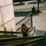 La femme sur l'escalator