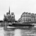 Navigation devant Notre-Dame de Paris