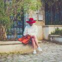 Le femme au chapeau rouge