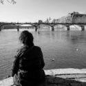 Se reposer devant le pont des Arts